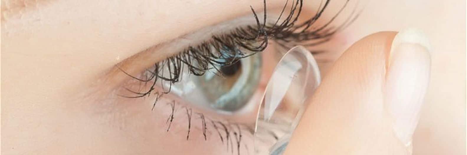 Adaptez des lentilles de contact correctrices